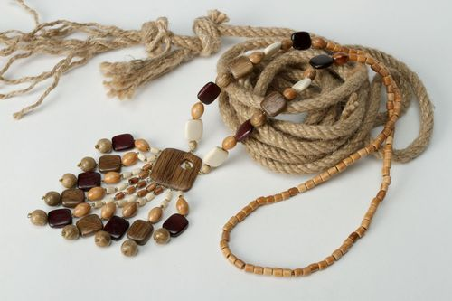 Wooden ethnic necklace. - MADEheart.com