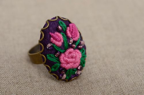 Volume ring with rococo embroidery - MADEheart.com