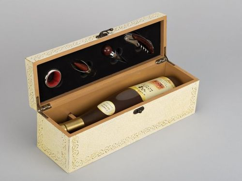 Wine box with accessories - MADEheart.com
