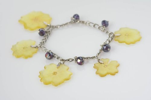 Handmade designer bracelet with rose petals in epoxy resin on metal chain - MADEheart.com