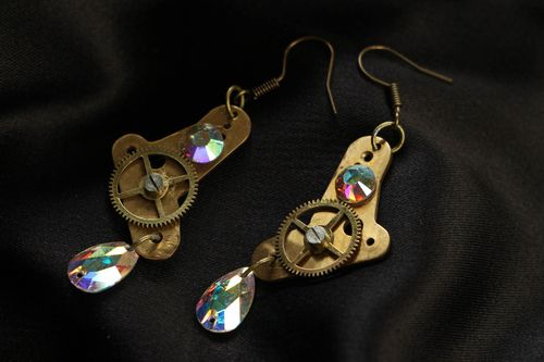Steampunk long earrings with clockwork details - MADEheart.com