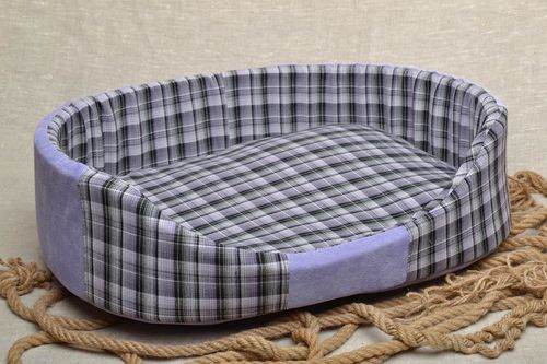 Checkered dog bed - MADEheart.com