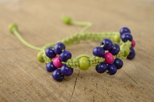 Macrame waxed cord bracelet with wooden beads - MADEheart.com