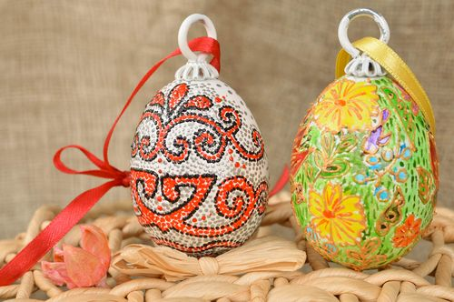 Set of 2 handmade designer painted wooden Eggs wall hangings - MADEheart.com