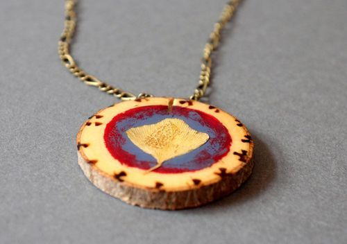 Pendamt made from pine wood - MADEheart.com