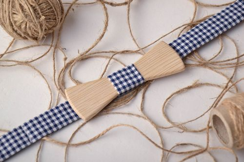 Wooden bow tie with checkered strap - MADEheart.com