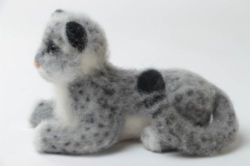 Small handmade collectible felted wool soft toy leopard for children - MADEheart.com
