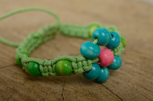 Macrame cord bracelet with wooden beads - MADEheart.com