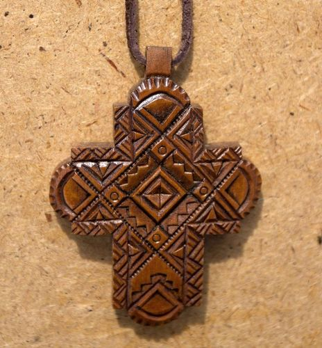 Wooden cross - MADEheart.com