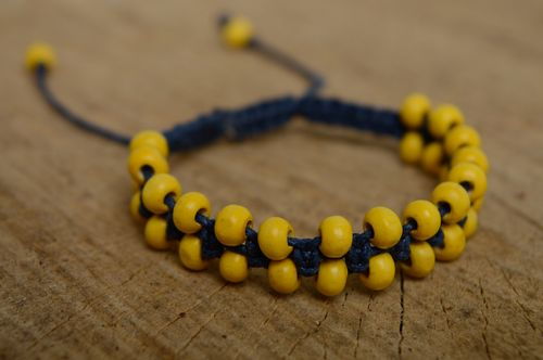 Two-row macrame bracelet made of waxed cord and wooden beads - MADEheart.com