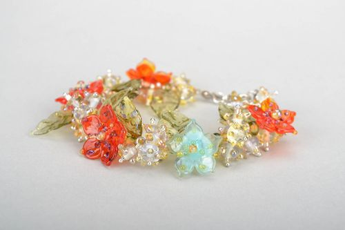 Floral bracelet made of glass - MADEheart.com