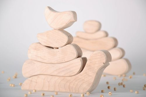 Wooden toy pyramid - MADEheart.com
