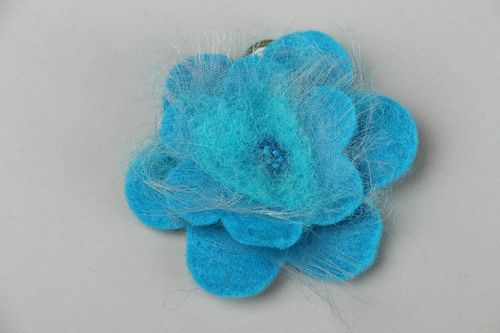 Brooch made of felt and silk - MADEheart.com