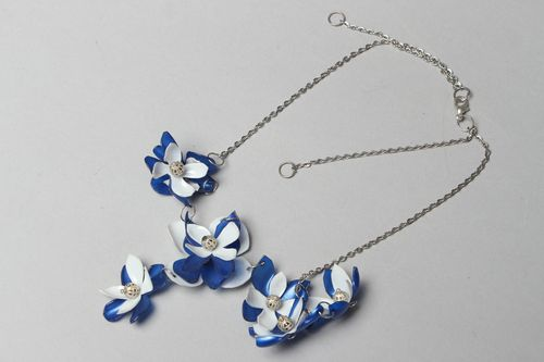 Plastic flower necklace with chain - MADEheart.com