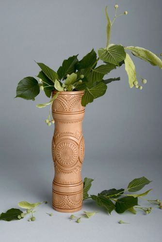 Wooden carved vase for dry flowers - MADEheart.com
