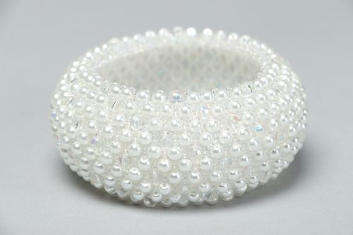 Handmade beaded bracelet with white artificial pearls - MADEheart.com