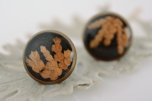 Small round homemade black stud earrings with dried flower in epoxy resin - MADEheart.com