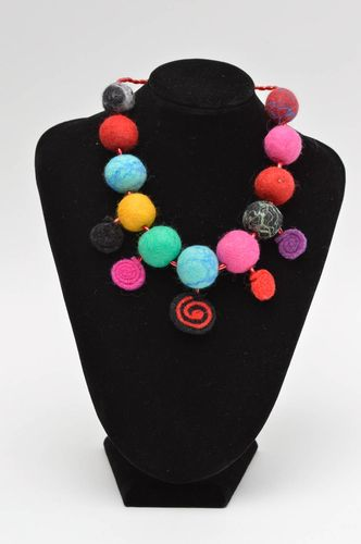Handmade felt necklace woolen accessories for women stylish fabric jewelry - MADEheart.com