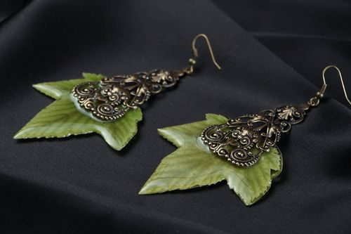 Earrings with currants leaves in epoxy resin - MADEheart.com