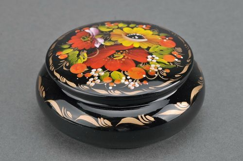 Round wooden box with convex edges Small berries and poppies - MADEheart.com