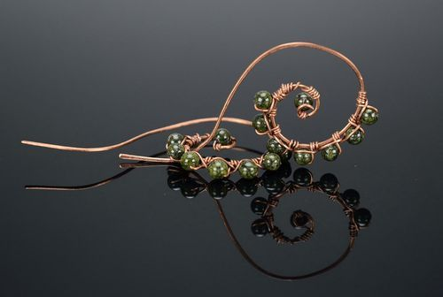 Eaarrings made of copper wire, stone - serpentine - MADEheart.com