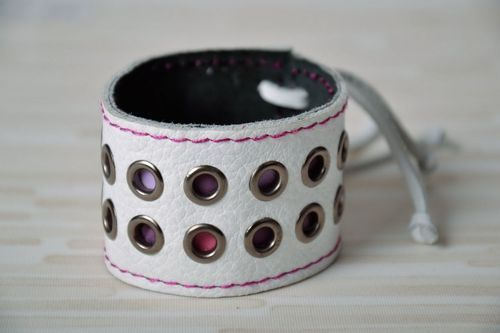 White leather bracelet with rivets - MADEheart.com