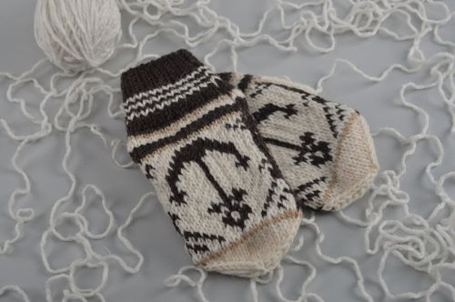 Homemade mittens knitted of natural wool with far isle ornaments Anchors for kids - MADEheart.com