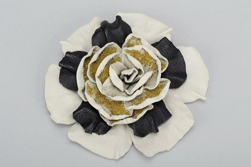 Handmade leather brooch in the form of a flower - MADEheart.com