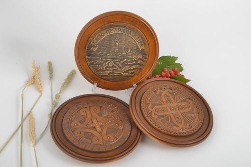 Decorative wall plates wood wall decor handmade gifts wooden plates gift ideas - MADEheart.com