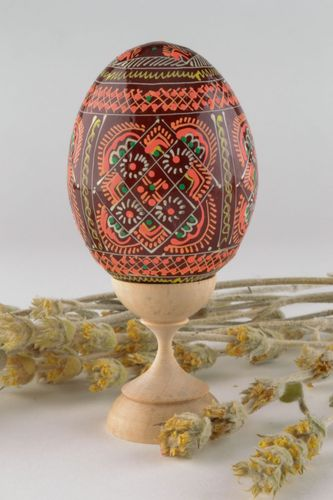 Wooden egg painted with enamel - MADEheart.com