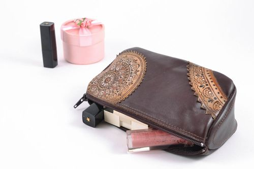 Handmade leather cosmetic bag of brown color - MADEheart.com