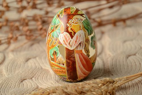 Designer goose painted egg decorated using scratching technique - MADEheart.com