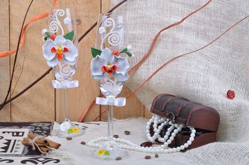 Set of handmade wedding wine glasses of white color with polymer clay orchids 2 items - MADEheart.com