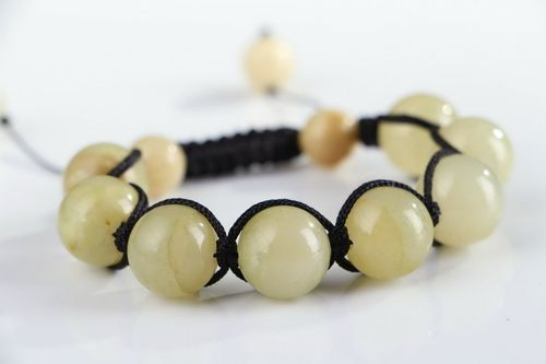 Bracelet made of green onyx - MADEheart.com