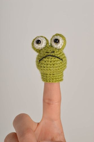 Handmade crocheted finger toy soft toy present for kid baby toy soft frog toy - MADEheart.com