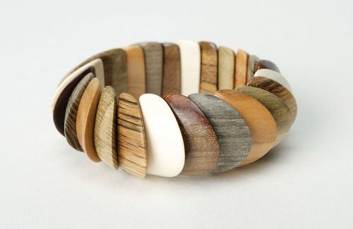Wrist bracelet made of different wood species - MADEheart.com