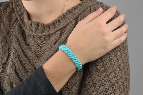 Braided bracelet made of blue threads - MADEheart.com