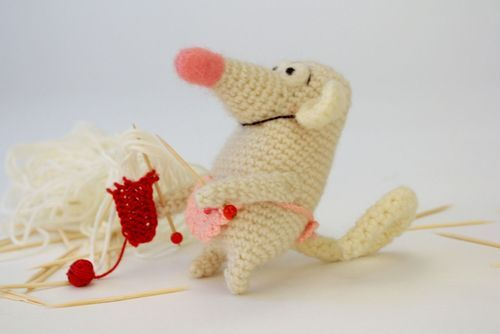 Knitted toy Rat Larissa - MADEheart.com