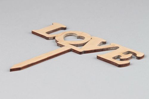 Wooden nameboard LOVE - MADEheart.com