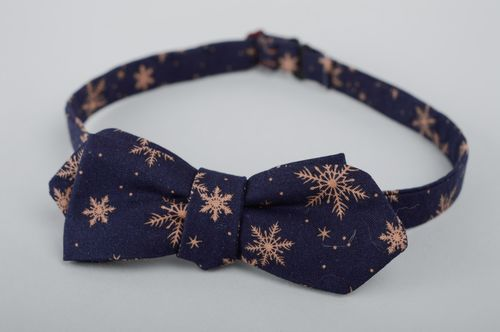 Blue bow tie with pattern - MADEheart.com