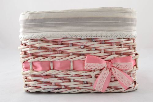 Basket woven of paper tubes - MADEheart.com