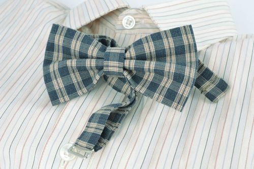 Handmade bow tie with blue checkered print - MADEheart.com