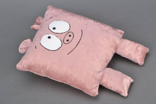 Interior pillow pet in the shape of pig - MADEheart.com