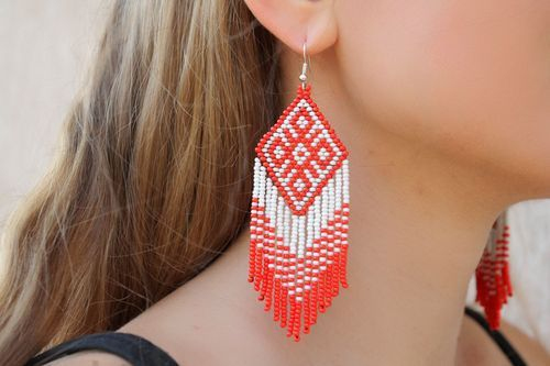 Red and white beaded earrings - MADEheart.com