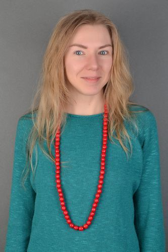 Red wooden bead necklace in Ukrainian style - MADEheart.com