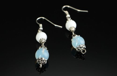 Earrings with white agate - MADEheart.com