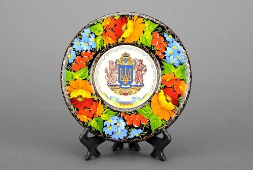 Painted plate with flowery ornament - MADEheart.com