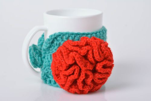 Crocheted decorative case for cup with flower handmade home decor ideas - MADEheart.com