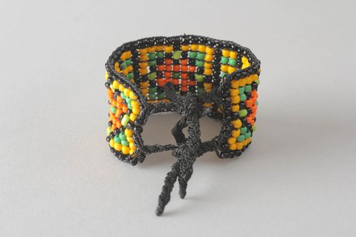 Multi-colored beaded bracelet - MADEheart.com