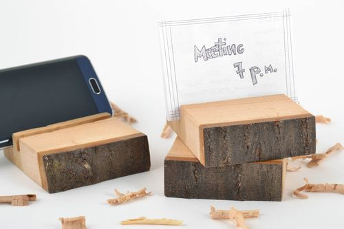Stylish set of eco-friendly stands for cell phones made of wood 3 pieces - MADEheart.com